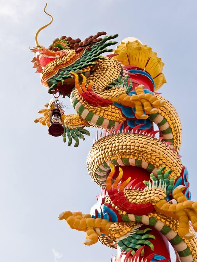 Scultura cinese del drago sul Palo immagini stock libere da diritti