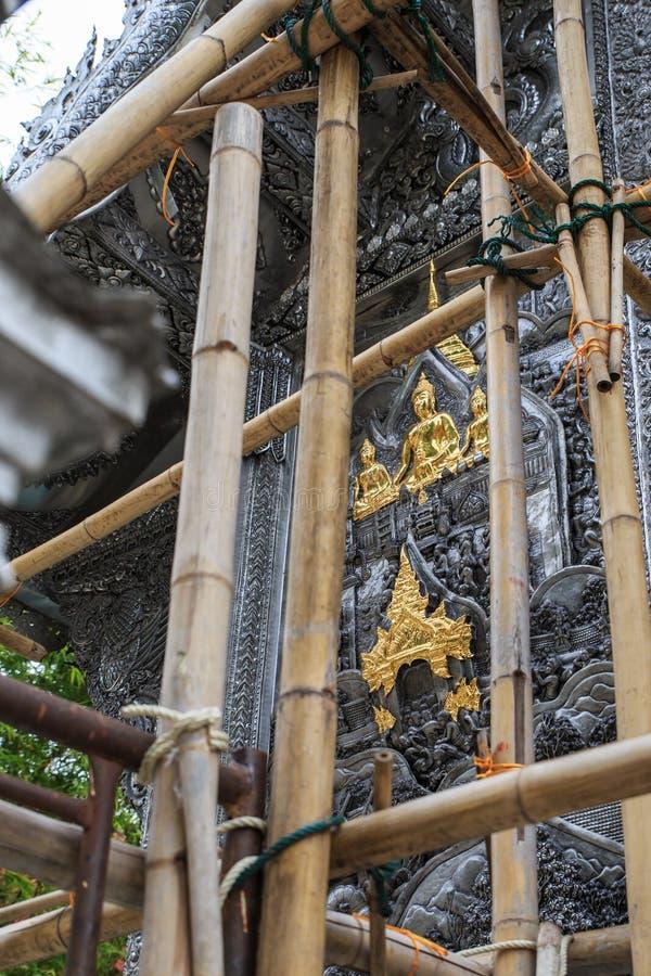 Scultura d'argento di arte di Buddha in Tailandia fotografia stock
