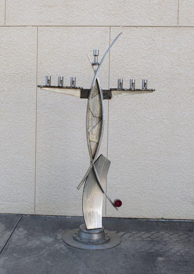 Scultura da George Tobolowsky fuori del museo di arte biblico a Dallas, il Texas immagini stock libere da diritti