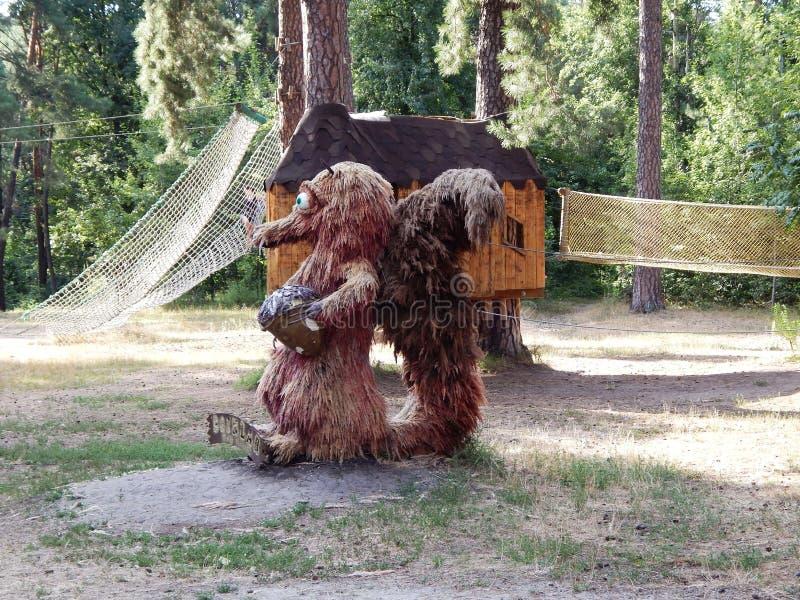 scultura degli scoiattoli fatti da paglia immagine stock libera da diritti