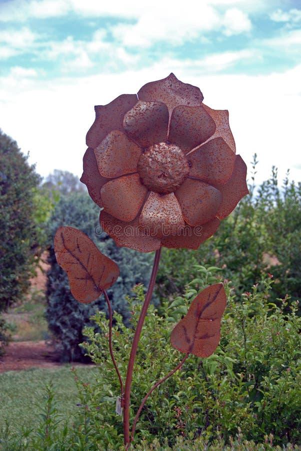 Scultura del fiore del metallo immagini stock libere da diritti