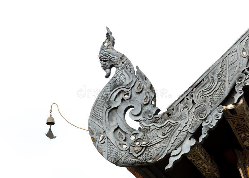 Scultura del legno dell'apice tailandese di Lanna Gable del Naga fotografia stock libera da diritti