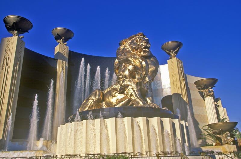 Scultura del leone fuori dell'hotel di Mgm Grand e del casinò, Las Vegas, NV immagine stock