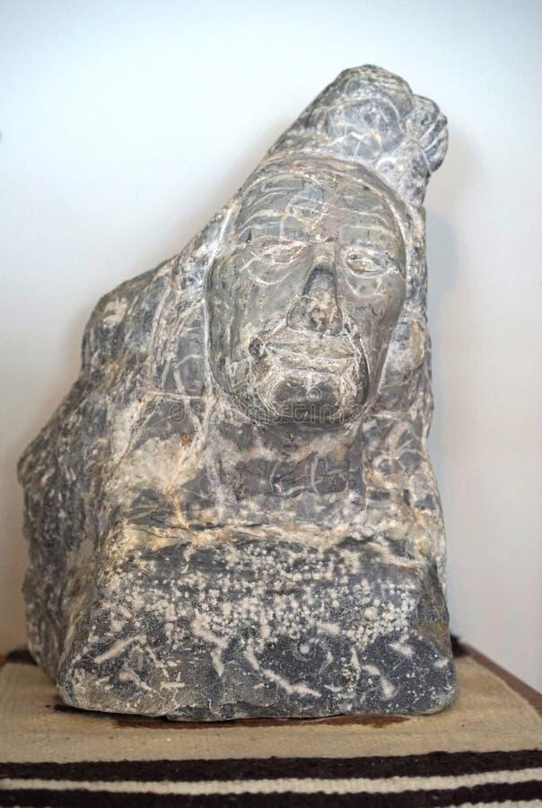 Scultura del nativo americano del granito fotografia stock