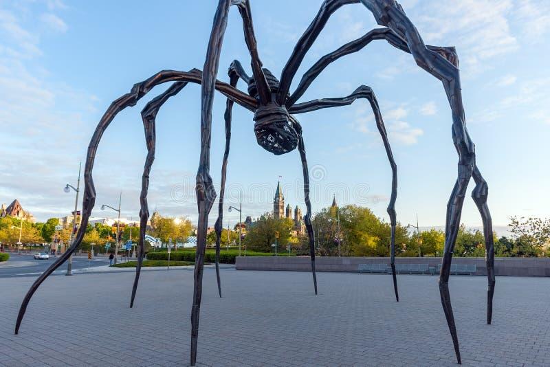 Scultura del ragno fuori di Art Gallery nazionale canadese Ottawa - nel Canada immagine stock