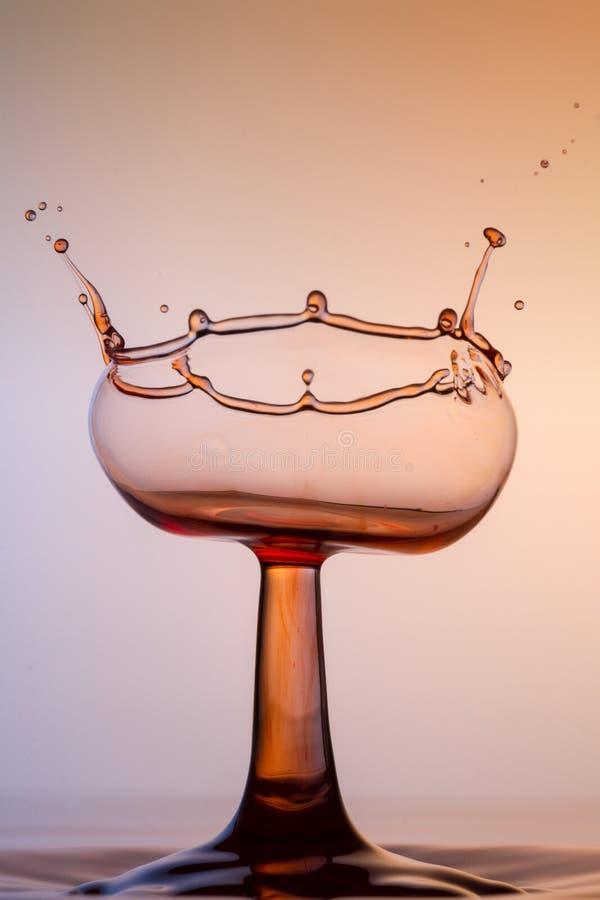 Scultura dell'acqua - un vetro di vino rosso fotografie stock