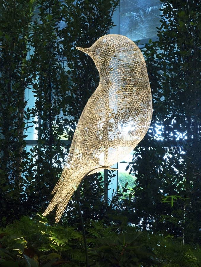 Scultura dell'uccello all'aeroporto internazionale di Changi, terminale 4 fotografia stock