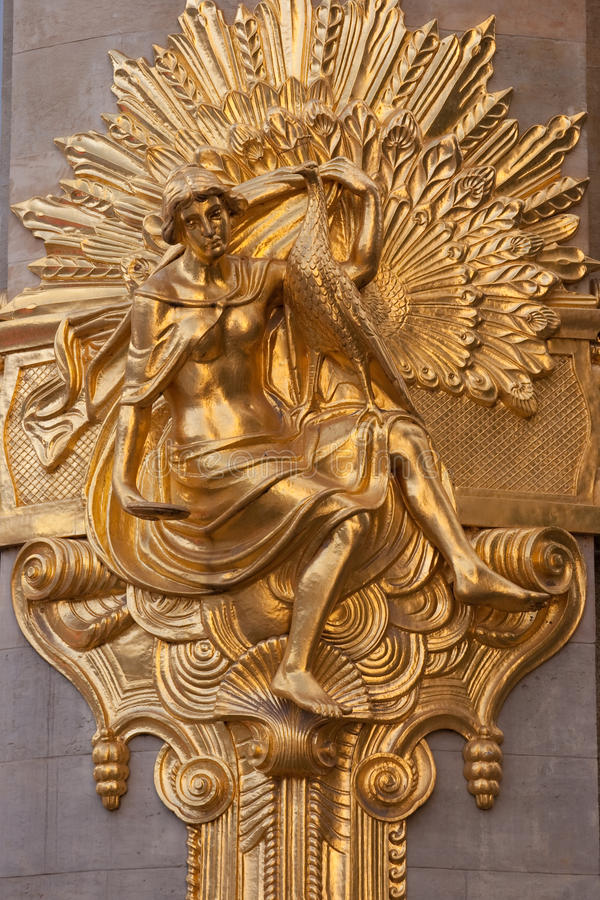 Scultura della parete dell'oro fotografia stock libera da diritti