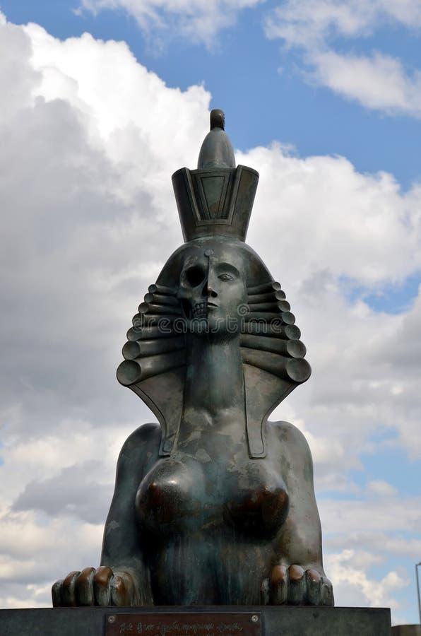 Scultura della Sfinge dallo scultore Mikhail Shemyakin a St Petersburg fotografia stock