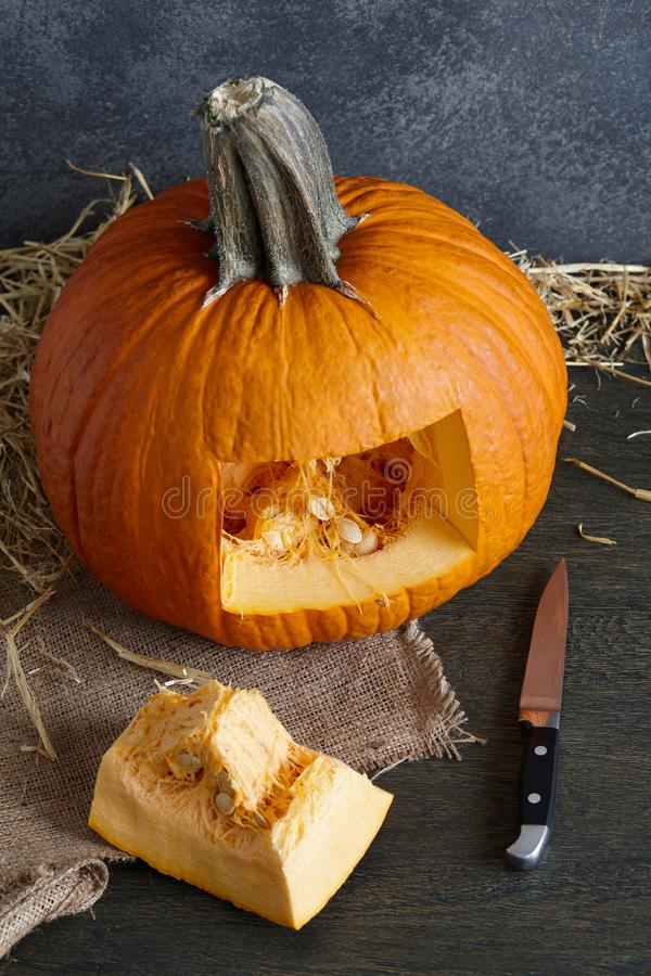 Scultura della zucca di Halloween nella presa-o-lanterna, fine sulla vista immagine stock