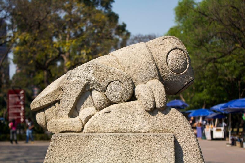 Scultura DF Messico di chapulin della cavalletta di simbolo del parco di Chapultepec fotografie stock