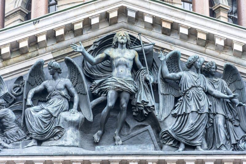 Scultura di bassorilievo la resurrezione di Cristo nella chiesa ortodossa alla cattedrale della st Isaac a St Petersburg immagine stock libera da diritti