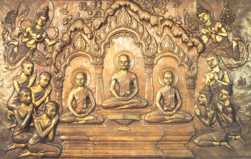 Scultura di legno di Buddha Le pitture murale raccontano la storia circa la storia del ` s di Buddha fotografie stock