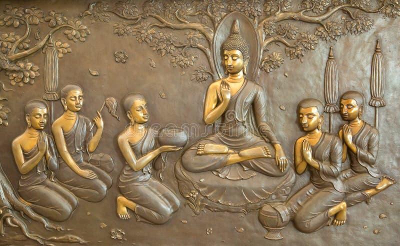 Scultura di legno di Buddha Le pitture murale raccontano la storia circa la storia del ` s di Buddha immagini stock