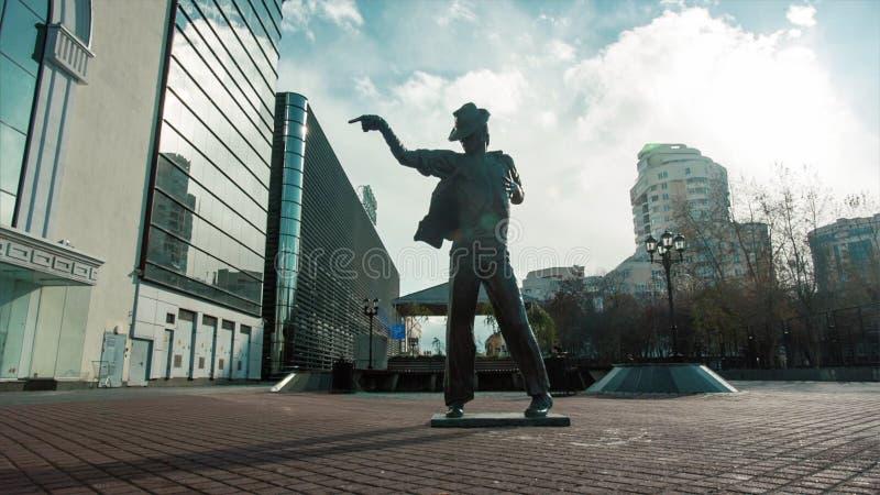 Scultura di Michael Jackson installata video Monumento a Michael Jackson sul pedone fotografia stock libera da diritti