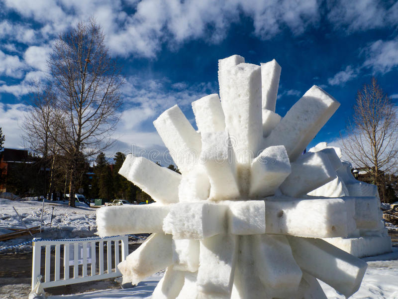 Scultura di neve spinosa fotografie stock libere da diritti