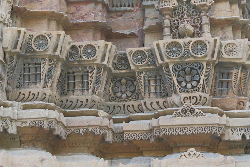 Scultura di pietra artistica sul minareto, storico antico islamico un'architettura fotografia stock libera da diritti