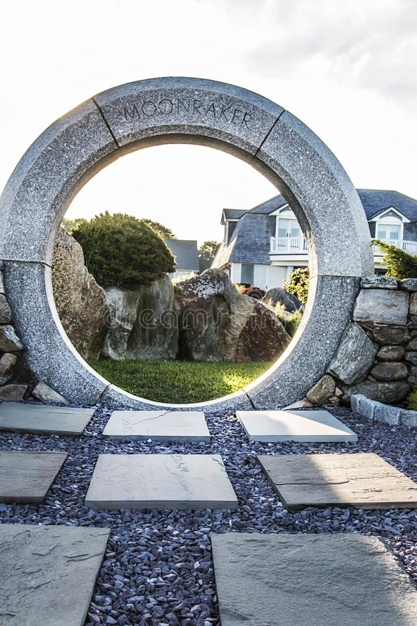 Scultura di pietra circolare in Narragansett, Rhode Island fotografia stock