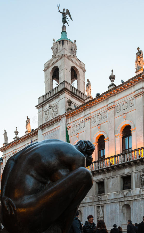 Scultura e città Hall Palazzo Moroni a Padova fotografia stock