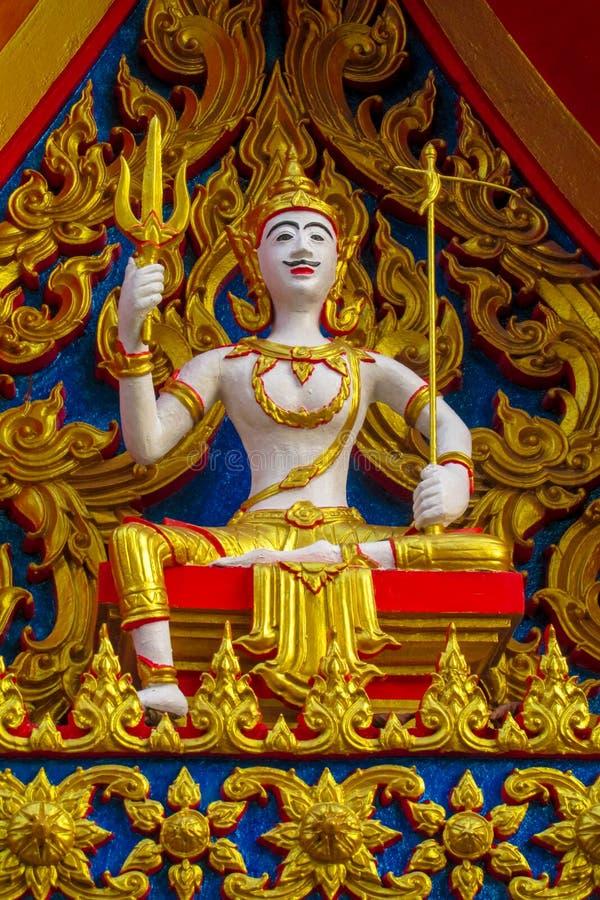 Scultura ed ornamento variopinto in interno e nell'esterno del tempio buddista Wat in Tailandia fotografia stock