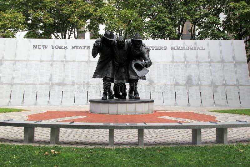 Scultura emozionale dei vigili del fuoco che hanno aiutato durante i 9-11 attacchi, la plaza dello stato dell'impero, Albany, New fotografie stock libere da diritti