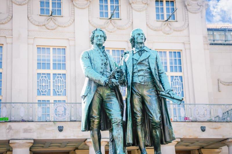 Scultura famosa di Goethe e di Schiller a Weimar, Germania fotografia stock
