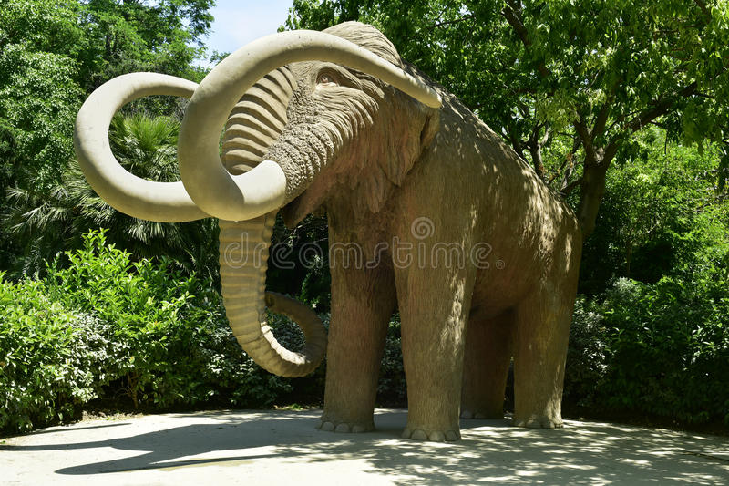 Scultura mastodontica a Parc de la Ciutadella a Barcellona, Spagna fotografia stock libera da diritti