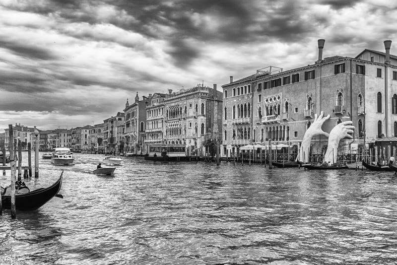 Scultura monumentale scenica in Grand Canal di Venezia, Italia fotografia stock libera da diritti