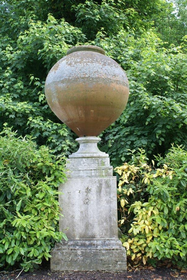 Scultura nel giardino del castello di Hever, Inghilterra fotografia stock