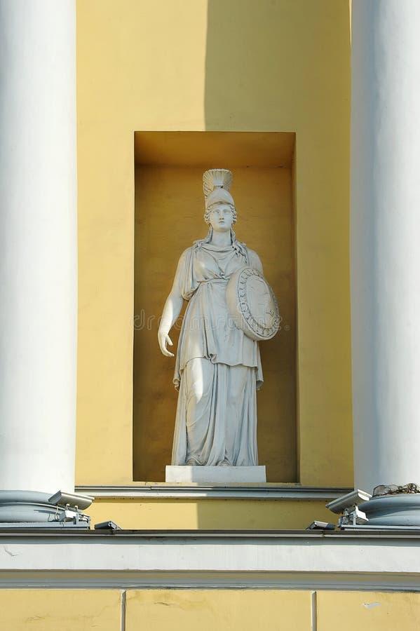 Scultura nella facciata della corte costituzionale a St Petersburg fotografia stock libera da diritti