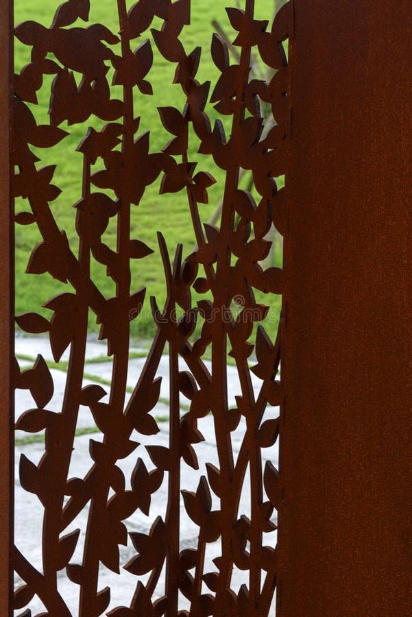 Scultura perforata metallo fotografie stock
