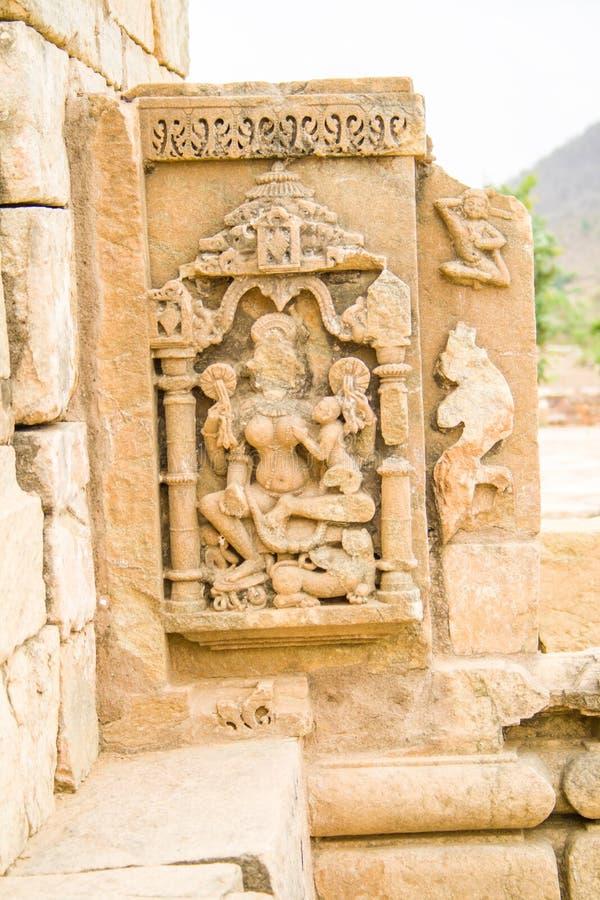 Scultura scolpita pietra ad un vecchio sito archeologico immagini stock libere da diritti