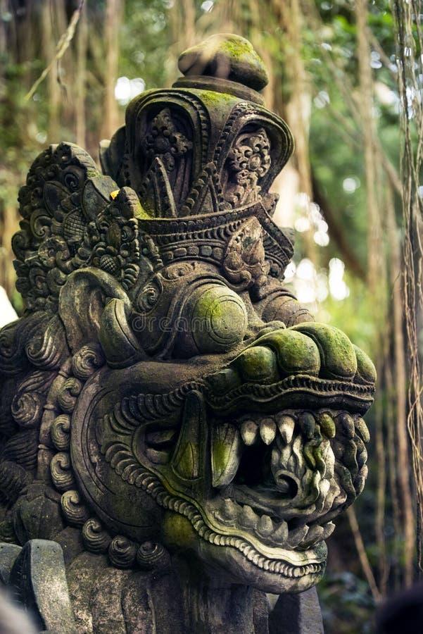 Scultura spaventosa alla foresta sacra di Mnkey fotografia stock libera da diritti