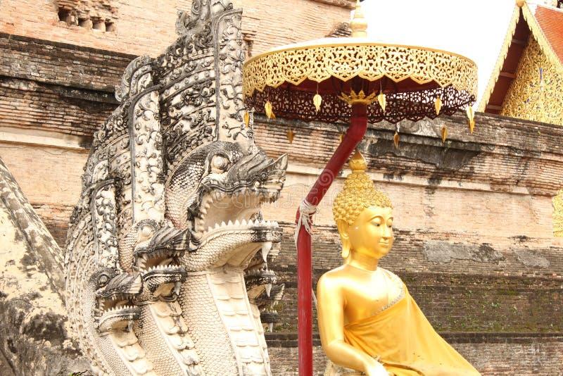 Sculture ad un tempio buddista in Chiang Mai, Tailandia immagine stock