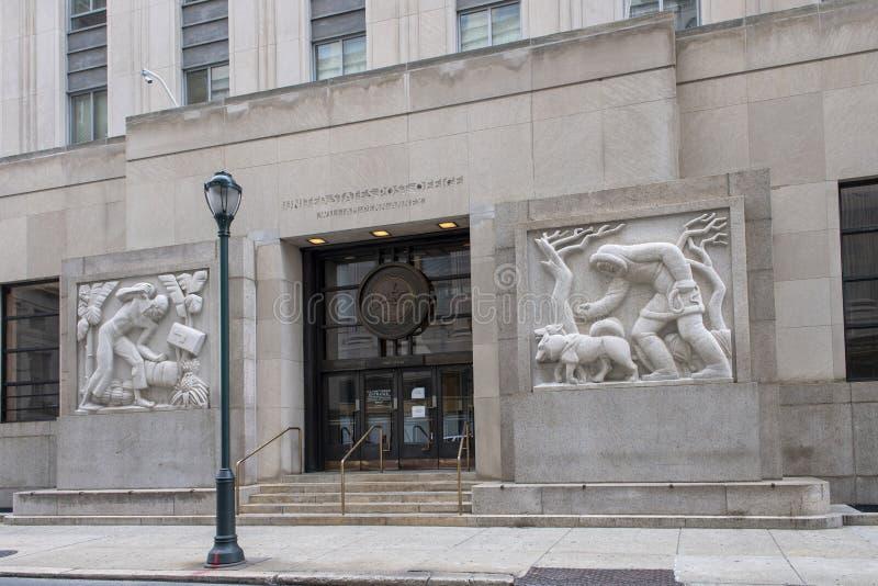 Sculture del granito di bassorilievo, Robert N C Niente, Sr Costruzione & ufficio postale federali immagine stock