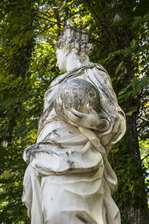 sculture di marmo bianche nei giardini di Segovia, Spagna Beauti immagini stock