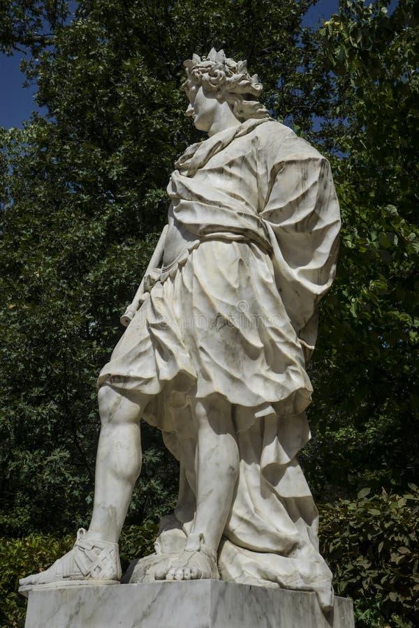 sculture di marmo bianche nei giardini di Segovia, Spagna Beauti fotografie stock libere da diritti