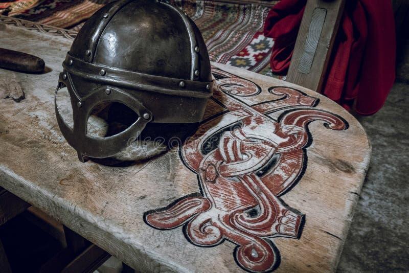 Sculture di tema di legno di vichingo fotografia stock libera da diritti