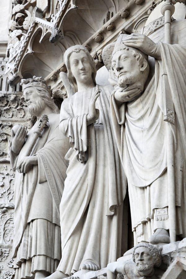 Sculture sul Notre Dame de Paris fotografia stock libera da diritti