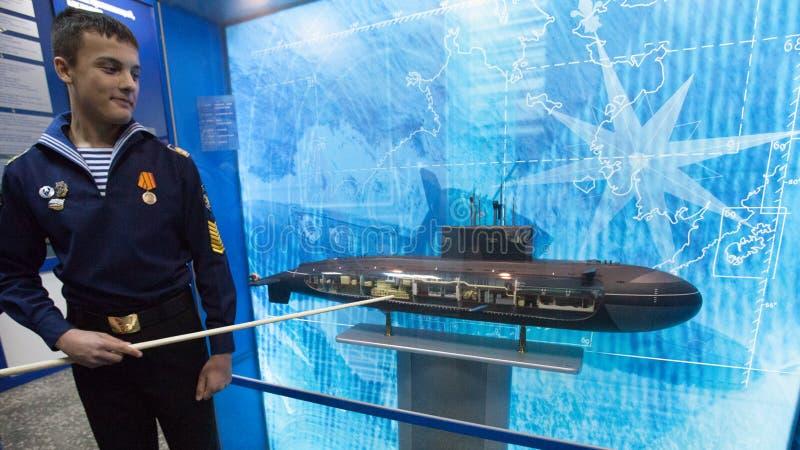 Scuola navale del cadetto di St Petersburg Cadetti nell'aula immagini stock