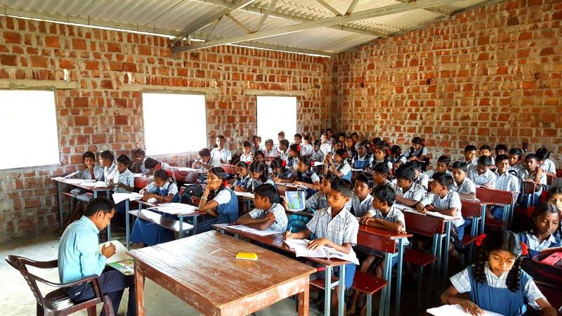 Scuola tribale in India fotografie stock