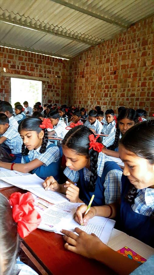 Scuola tribale in India fotografia stock