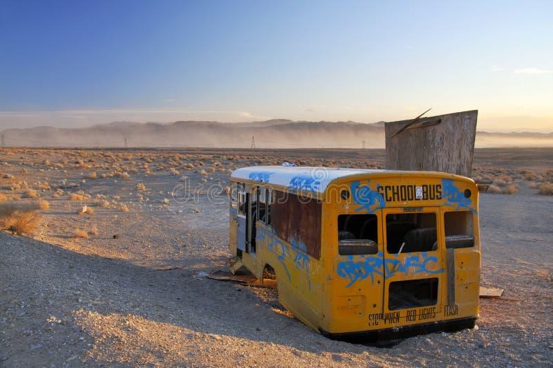Scuolabus abbandonato immagine stock