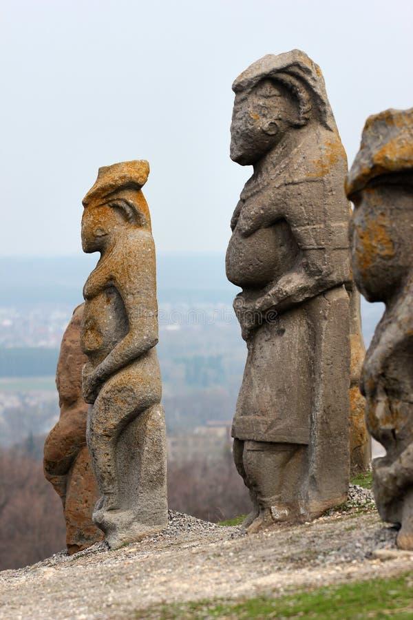 Scythian skulpterar den kurgan anthropomorphic stenen i Izyum, östliga Ukraina royaltyfri foto