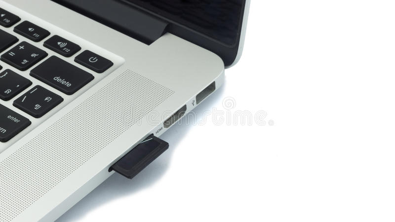 how to plug sd card into laptop