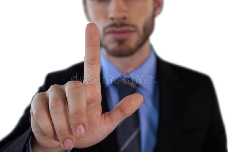 Seção meados de do homem de negócios adulto meados de que toca na relação invisível fotografia de stock