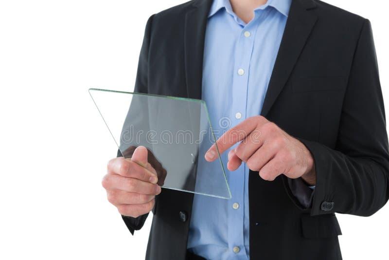 Seção meados de do homem de negócios que usa a relação de vidro transparente imagem de stock royalty free