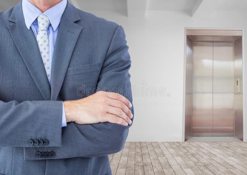 Seção mestra do homem de negócios com os braços cruzados fotografia de stock