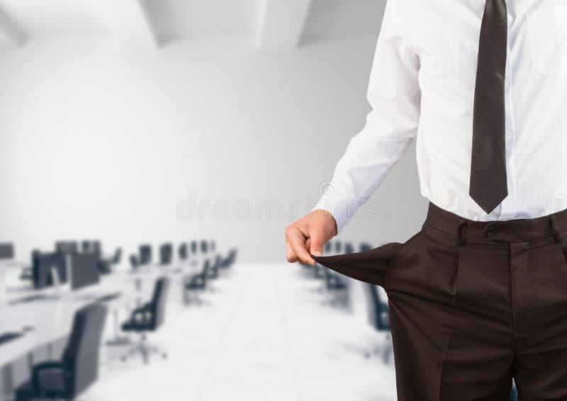 Seção mestra do homem de negócios que mostra bolsos vazios foto de stock royalty free