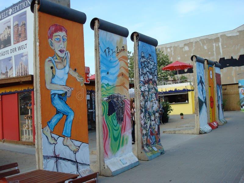 Seções de Berlin Wall demulido imagem de stock royalty free
